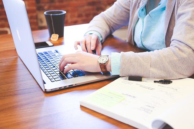 ブログで稼ぐ人のイメージ