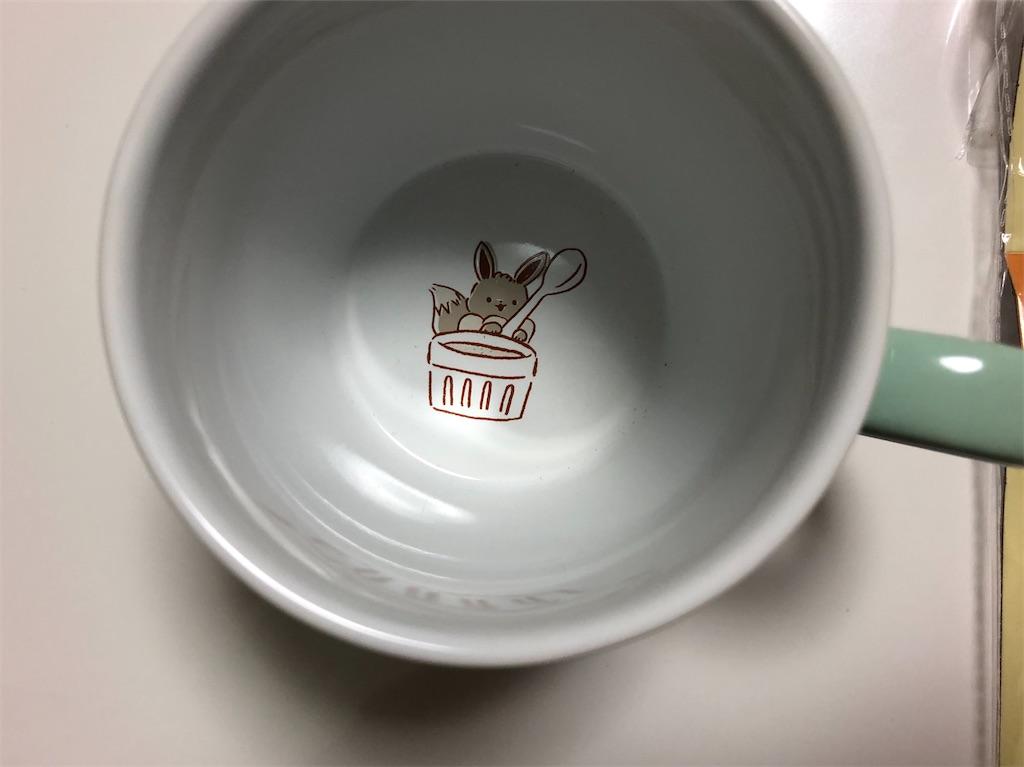マグカップの中に描かれたイーブイ