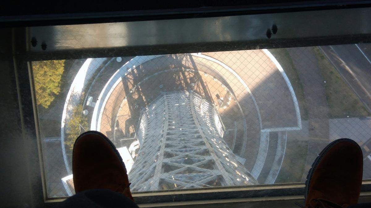 マリンタワー展望台ガラス床