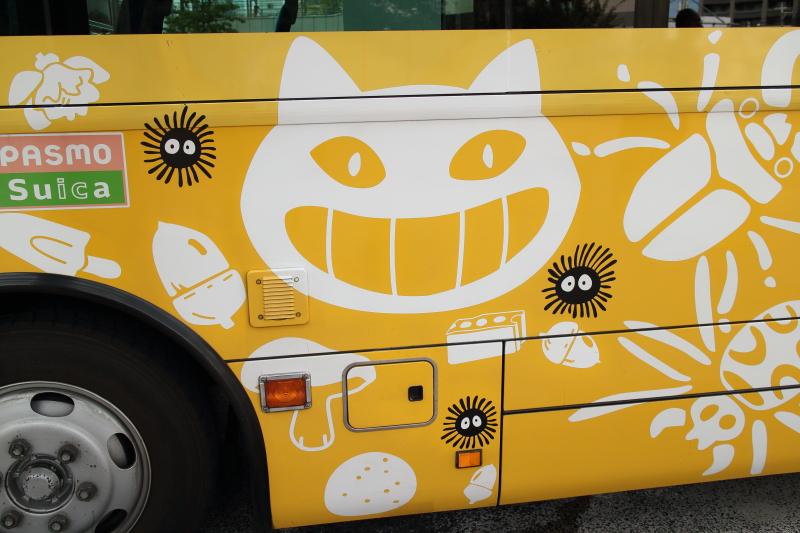 ジブリ美術館行きのバス側面