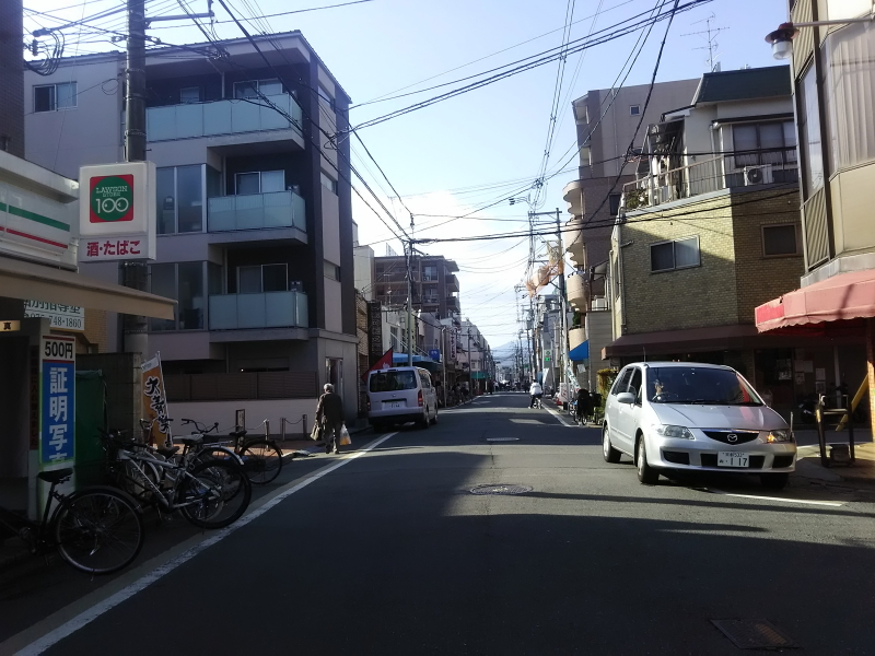 一乗寺駅から西側に伸びる通り