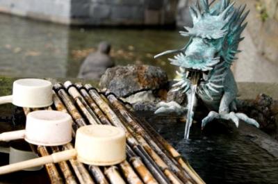 手水と竜の置物