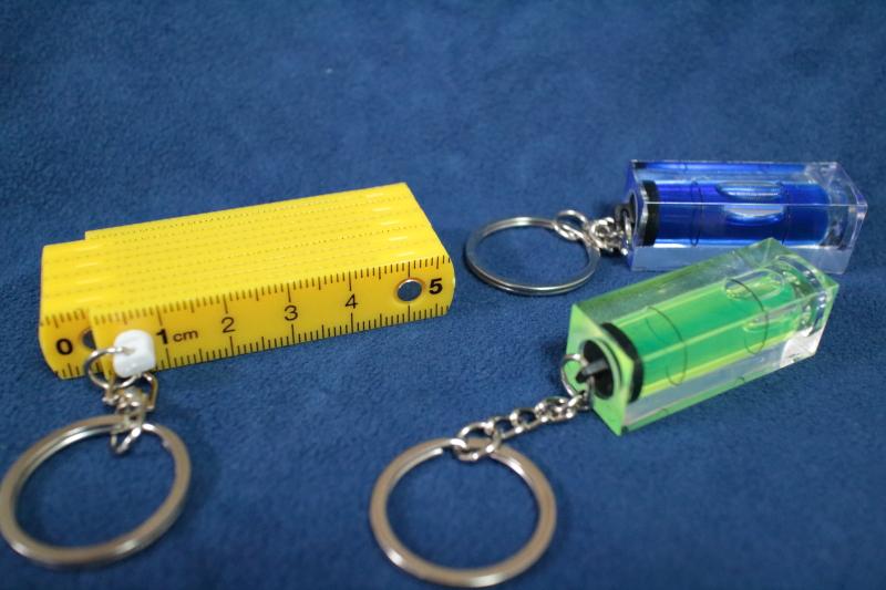 水準器のキーホルダーと物差しのキーホルダー