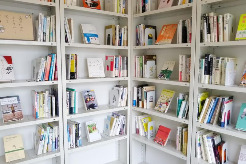 店内の本棚
