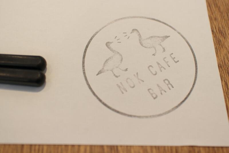 ランチョンペーパーに印刷されたロゴ