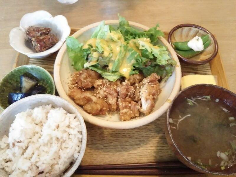 鶏肉の甘辛バリバリ揚げ定食