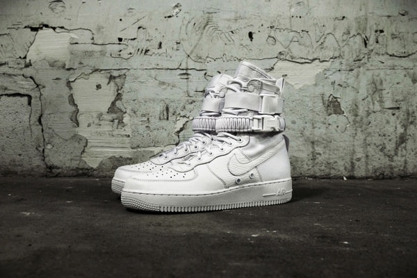 NIKE SPECIAL FIELD AIR FORCE 1 QS. White; 903270-100; ¥25,920; 2016年12月1日( nike.com 2016年12月8日). f:id:pololife:20161128224147j:plain