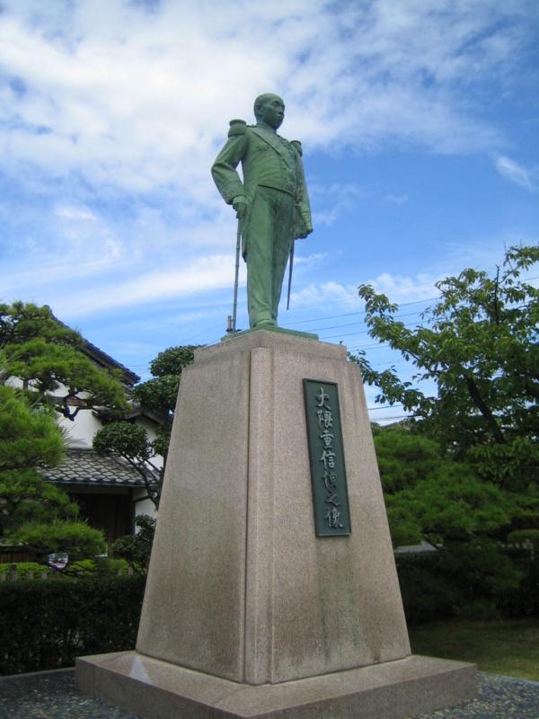 大隈銅像。