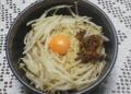 袋味噌ラーメンで油そば作った。もやしと叉焼フレークと卵黄も美味。