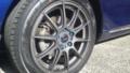 17にインチアップ。ガンメタ+車体に合わせ青ナット+ヨコハマタイヤ。