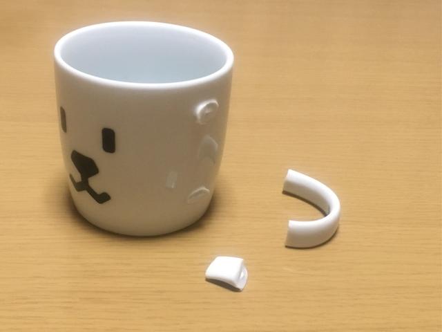 取っ手が割れたマグカップ
