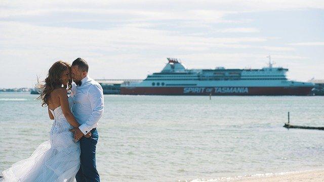 船とカップル