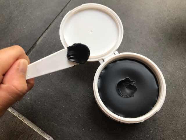 DUO黒ザクレンジングバームブラックリペアのクレンジングは真っ黒
