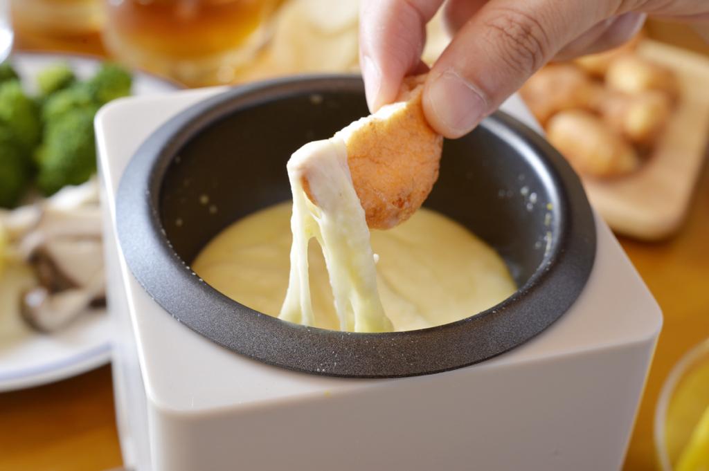チーズにチョコにオリーブオイル…男だって絡ませたい!  いろんなフォンデュを家でやってみた