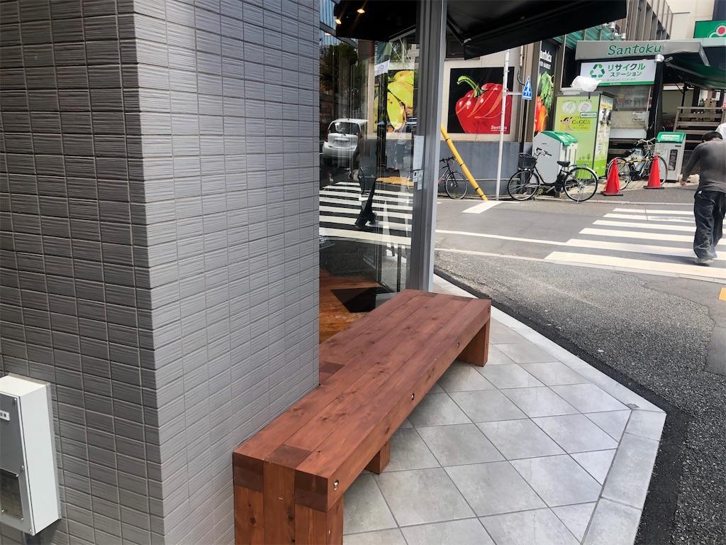 アンモナイトコーヒー 外のベンチ