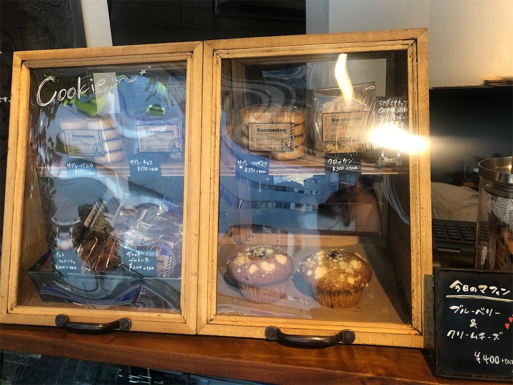 アンモナイトコーヒー マフィンなどの焼き菓子ディスプレイ