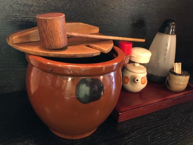 おかむら 卓上のタレ入り壺