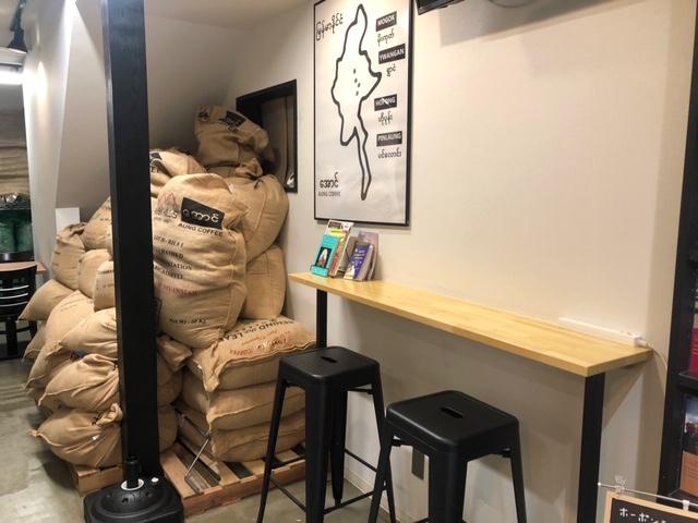 AUNG COFFEE カウンター席