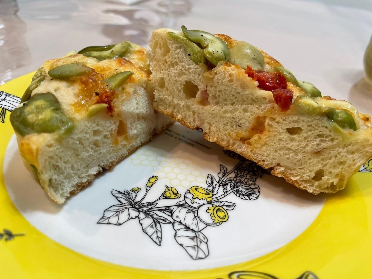 リトルマーメイド 枝豆とチーズ、ドライトマトのパン