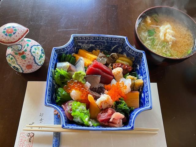 神楽坂友野 おまかせちらし&味噌汁