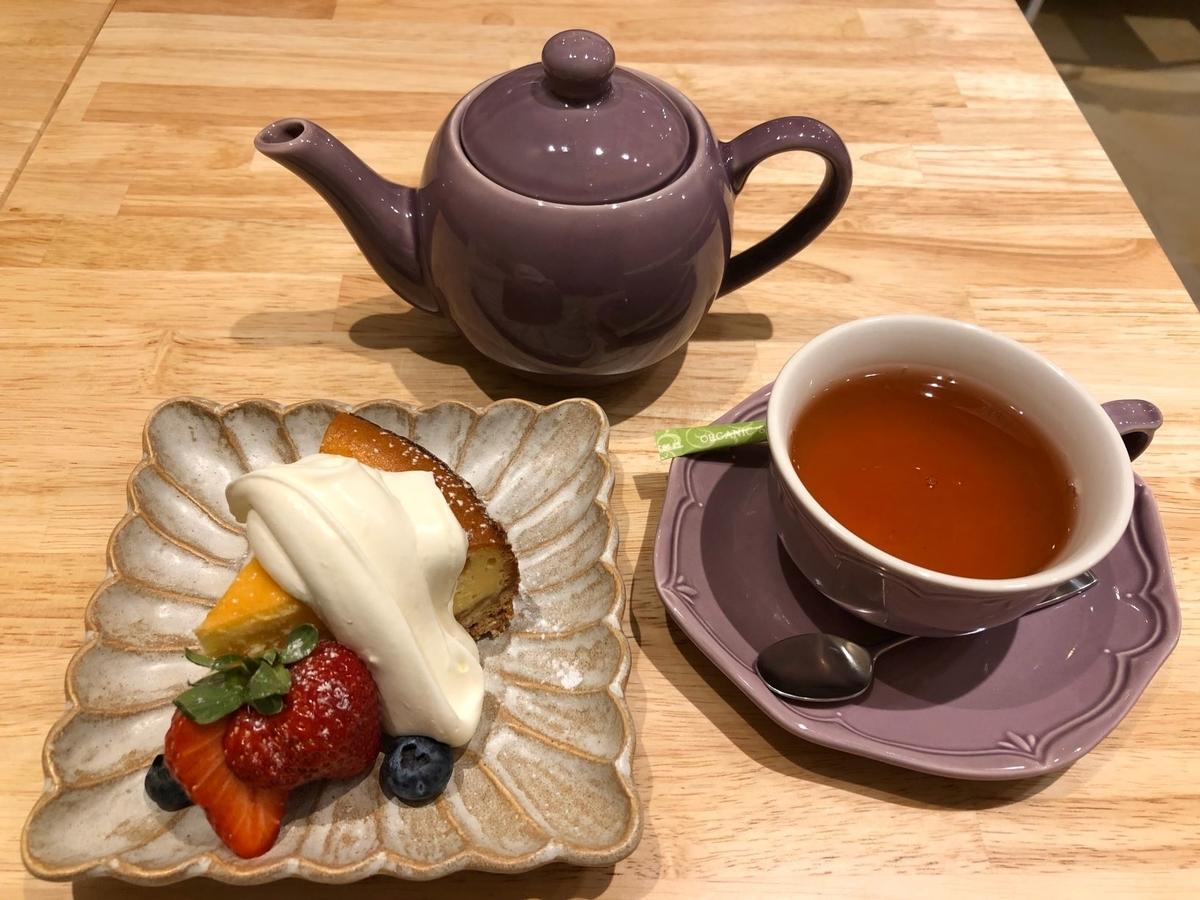 神楽坂Punti ベイクドチーズケーキ&紅茶