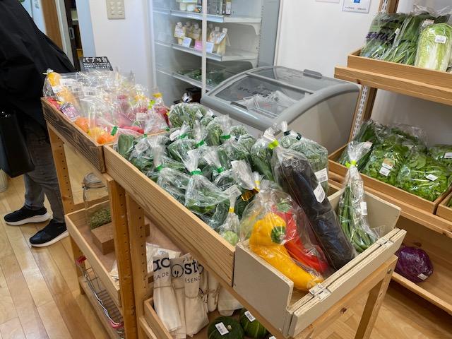 神楽坂野菜計画 中央の陳列棚