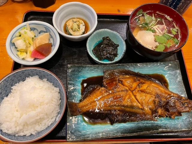 神楽坂新富寿司 カレイの煮つけ定食
