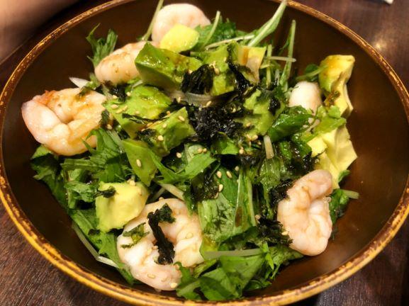 神楽坂 魚串さくらさく 海老アボカドのサラダ