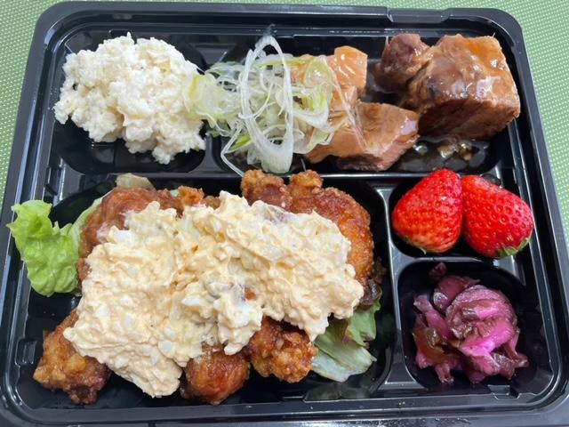 神楽坂 食彩一番 テイクアウト 豚バラ角煮とチキン南蛮弁当