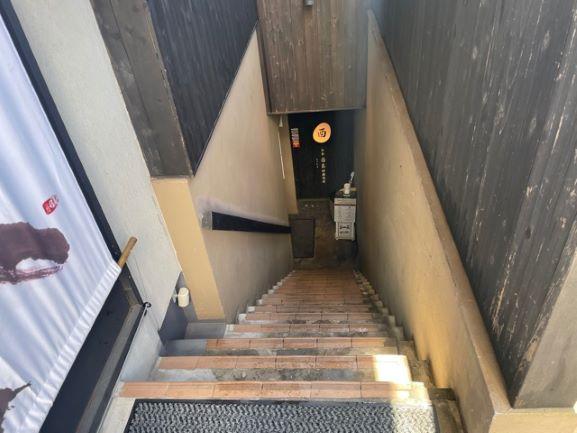 神楽坂 白金酉玉 地下への階段