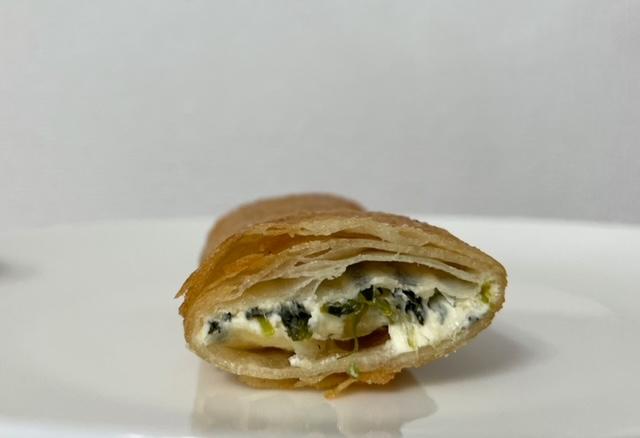 神楽坂アンジェラ ほうれん草、クリームチーズ、ハニーアーモンドのパートブリック包み 断面