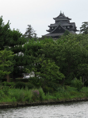 船より松江城天守を望む