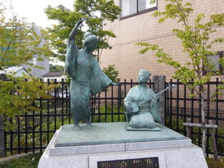 おてもやんのモデル「富永チモ」の銅像