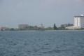 遠く長浜城を臨む(船上より)