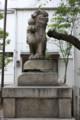 開口(あぐち)神社 狛犬:玉を掲げて片足をあげている