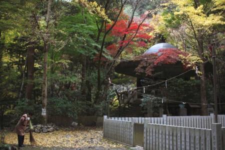 霊厳堂:犬鳴山七宝滝寺