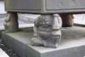 本願寺堺別院:軒柱の礎石四隅にある石像