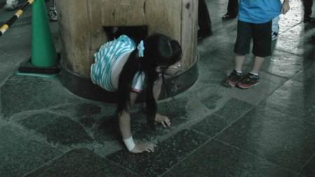 奈良:東大寺(柱の穴くぐり)