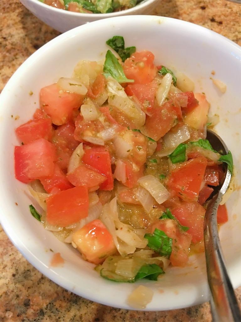 チキンソテーとトマトバジルソース