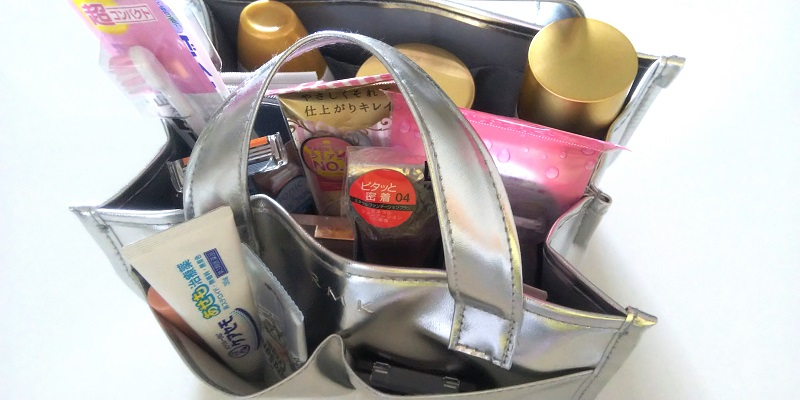 コスメ収納バッグの画像