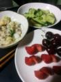 レタスチャーハン、ワカメのお味噌汁、たたきキュウリ、苺にアメリカ
