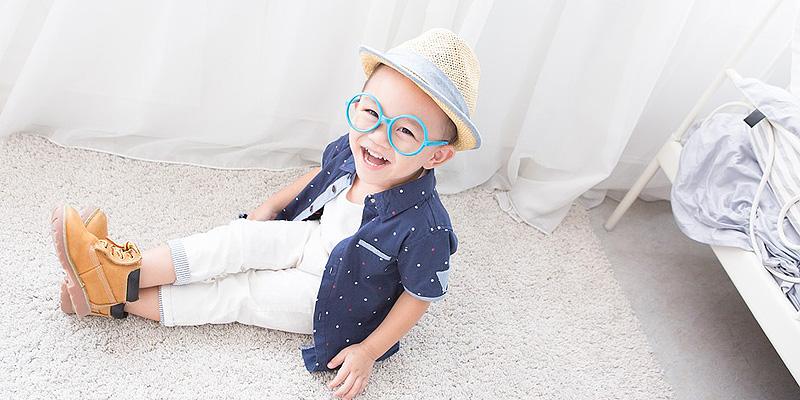 メガネをかけた子ども