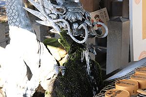 真清田神社の吐水龍