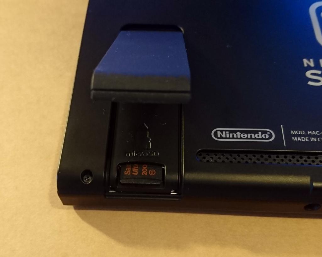 Nintendo Switch に正しくmicroSDカードが挿入されていない状態