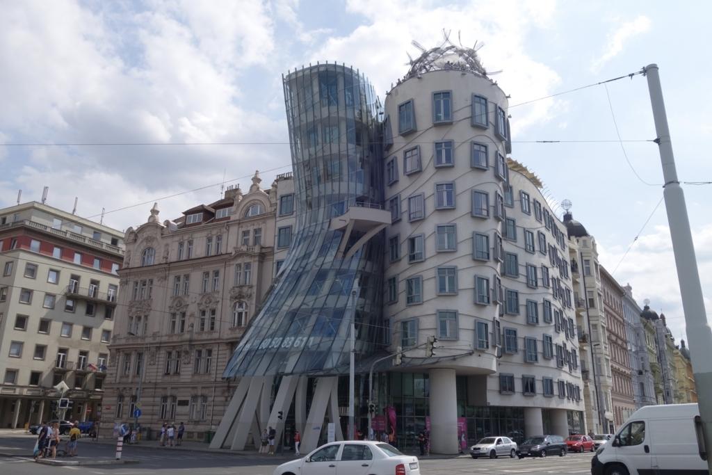 プラハ 窓 外 投擲 事件