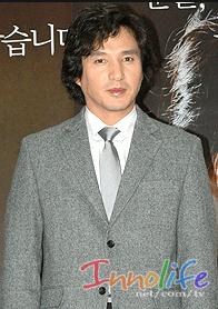 韓国俳優チェジェヒョンのスーツ姿
