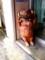 てる屋さんの前にいた豚さん