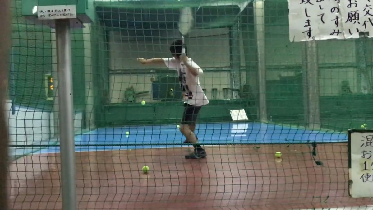 オートテニス(バッティングセンターのテニス版)で反覆練習したり