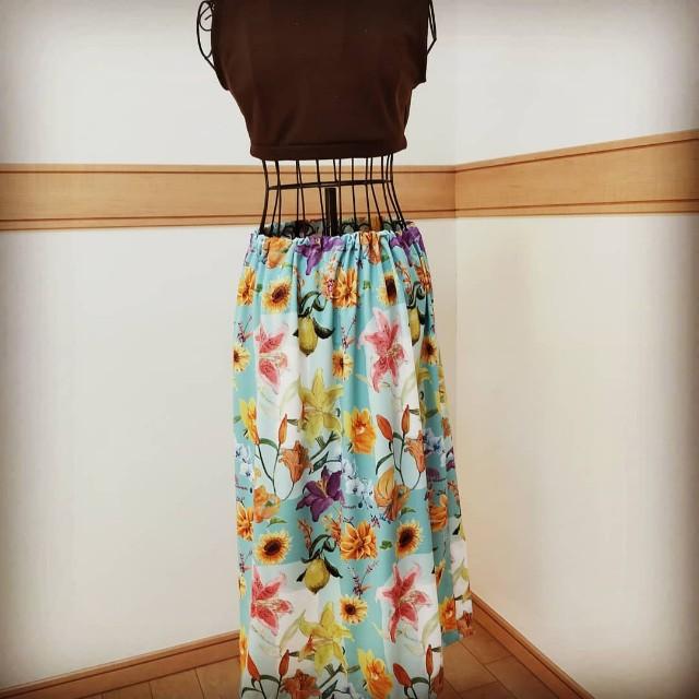 花柄のレディースのロングスカート