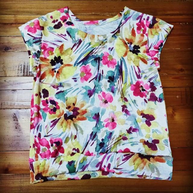 花柄の子供服のニットソーイングのフレンチスリーブのTシャツ